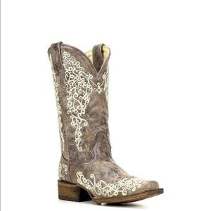 Women's corral embroidered size 7.5 cowboy boots